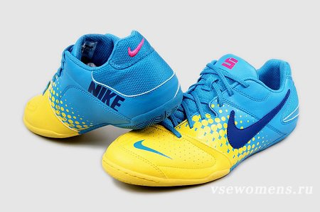 Как выбрать футбольные кроссовки