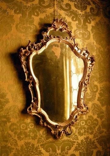 Зачем занавешивают зеркала