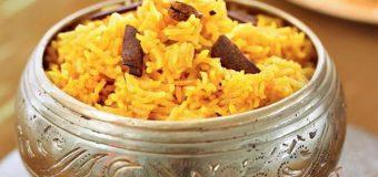 Рассыпчатый рис с куркумой
