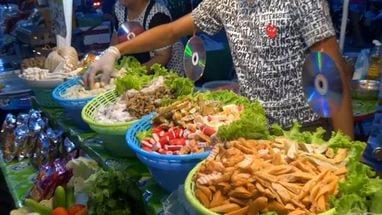 прилавки с едой в Бангкоке