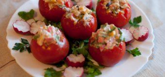 Помидоры фаршированные салатом из крабовых палочек