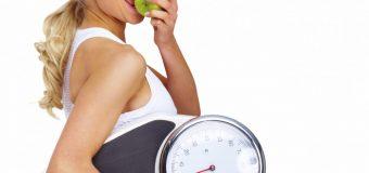 Названы привычки, существенно замедляющие похудение