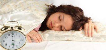 Медики рассказали, в какое время полезно просыпаться
