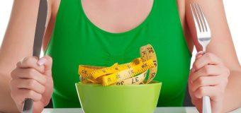 Диетологи назвали заблуждения, мешающие похудению