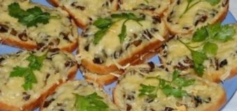 Бутерброд с паштетом и сыром