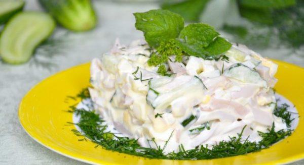 Салат из кальмаров с огурцами