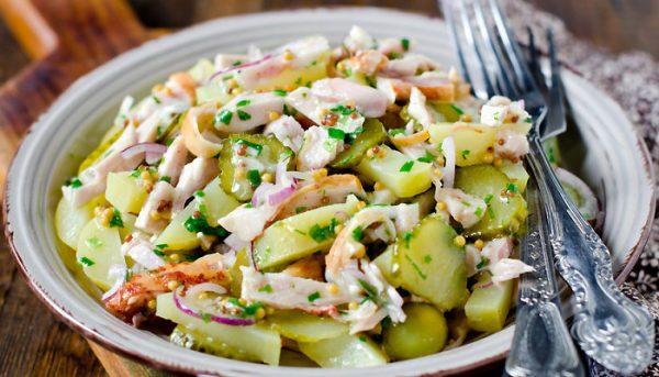 Салат с огурцами солёными