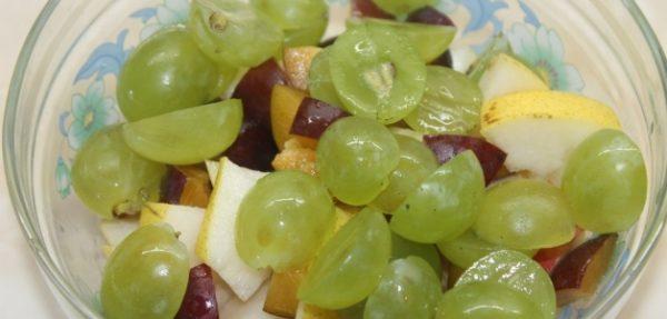 Сельдь с виноградом и мандаринами