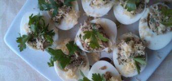 Яйца фаршированные печенью и сыром