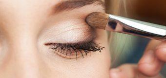 Как правильно красить глаза тенями?